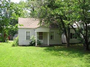 702 N James, Carbondale, IL 62901