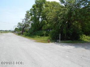 921 E Walnut Street, Harrisburg, IL 62946