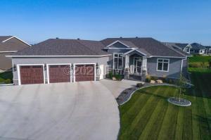 1050 LARKIN Lane W, West Fargo, ND 58078