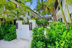 122 Peruvian Avenue, 7, Palm Beach, FL 33480