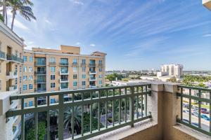 403 S Sapodilla Avenue, 702, West Palm Beach, FL 33401