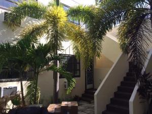 233 Royal Poinciana Way, 8, Palm Beach, FL 33480