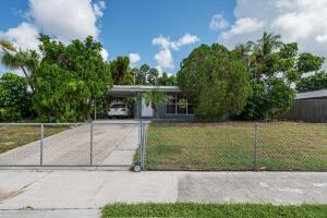 1345 W Pine Street, Lantana, FL 33462
