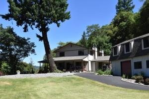 210 Hudson Creek Road, Willow Creek, CA 95573