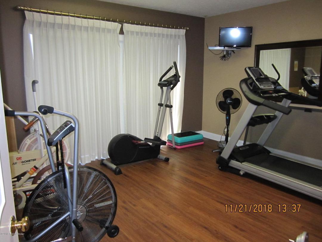 3030 Breckenridge Ln, Louisville, Kentucky 40220, 2 Bedrooms Bedrooms, 5 Rooms Rooms,2 BathroomsBathrooms,Residential,For Sale,Breckenridge,128,1519945