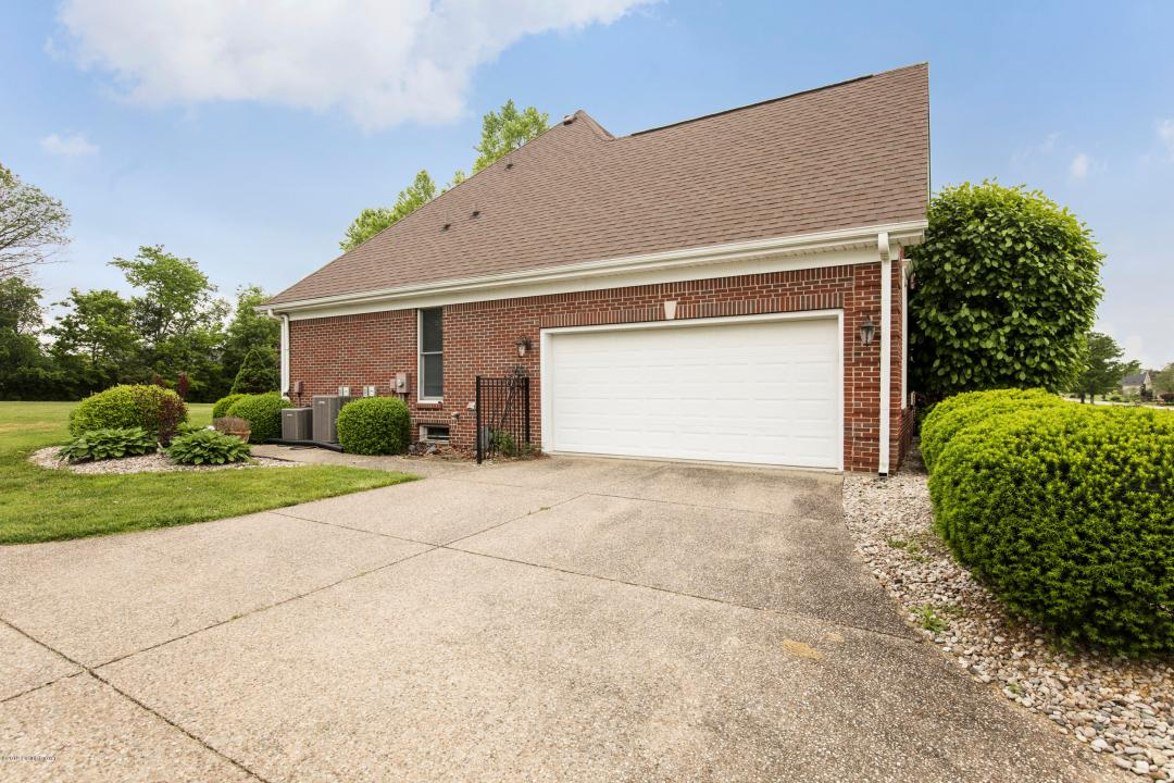 1517 Kamer Dr, La Grange, Kentucky 40031, 4 Bedrooms Bedrooms, 11 Rooms Rooms,4 BathroomsBathrooms,Residential,For Sale,Kamer,1531892