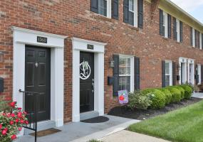 1362 Herr Ln, Louisville, Kentucky 40222, 2 Bedrooms Bedrooms, 4 Rooms Rooms,2 BathroomsBathrooms,Residential,For Sale,Herr,1532013