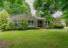 13 Canterbury Dr, Louisville, Kentucky 40220, 3 Bedrooms Bedrooms, 10 Rooms Rooms,3 BathroomsBathrooms,Residential,For Sale,Canterbury,1532332