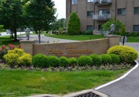 3030 Breckenridge Ln, Louisville, Kentucky 40220, 2 Bedrooms Bedrooms, 5 Rooms Rooms,2 BathroomsBathrooms,Residential,For Sale,Breckenridge,316,1533321