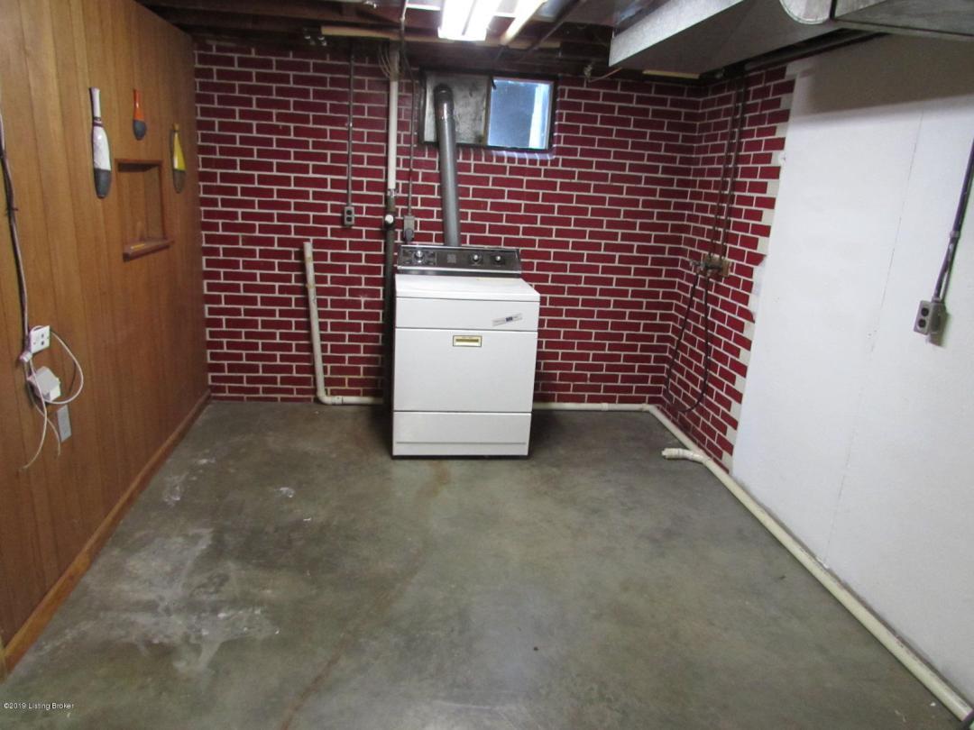 3010 Wedgewood Way, Louisville, Kentucky 40220, 4 Bedrooms Bedrooms, 8 Rooms Rooms,1 BathroomBathrooms,Residential,For Sale,Wedgewood,1534234