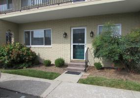 103 Casa Bella Ct, Louisville, Kentucky 40220, 2 Bedrooms Bedrooms, 4 Rooms Rooms,2 BathroomsBathrooms,Residential,For Sale,Casa Bella,103,1537761