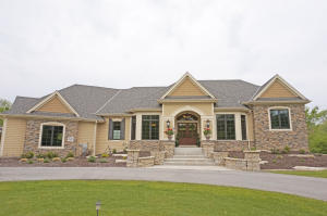 Property for sale at W330N299 Kettle Moraine Dr, Delafield,  WI 53018