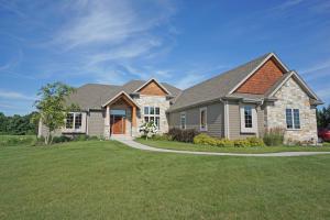 Property for sale at W338N8351 Prairie Hollow Dr, Oconomowoc,  WI 53066