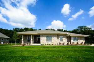 Property for sale at 240 Four Winds Ct, Hartland,  WI 53029