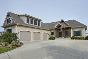 Property for sale at N66W34266 Primrose Cir, Oconomowoc,  WI 53066