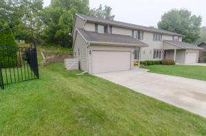 Property for sale at 686 Hickory Creek Dr, Oconomowoc,  WI 53066