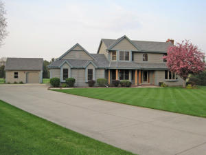 Property for sale at 116 N Meadowside Ct, Summit,  WI 53066