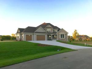 Property for sale at N32W29560 Woodridge Ct, Pewaukee,  WI 53072