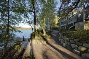 Property for sale at 5975 Cedarhurst Ln, Hartland,  WI 53029