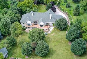 Property for sale at N61W29339 Rybeck Rd, Hartland,  WI 53029