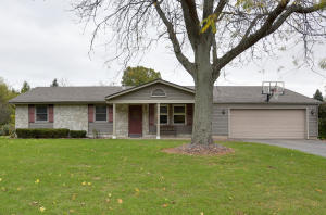 Property for sale at 1091 Dickens Dr, Oconomowoc,  WI 53066