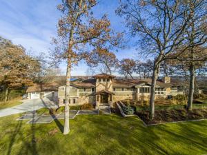Property for sale at 3200 Stonebridge Isle, Delafield,  WI 53018