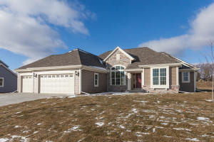 Property for sale at W223n4689 Seven Oaks Dr, Pewaukee,  WI 53072
