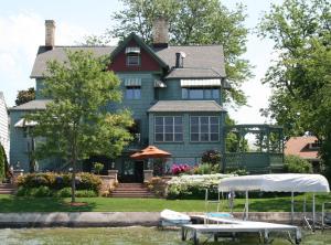 Property for sale at 628 N Lake Rd, Oconomowoc,  WI 53066