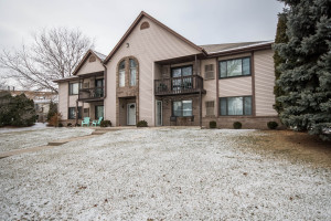 Property for sale at 1343 Meadowcreek Dr Unit: H, Pewaukee,  WI 53072