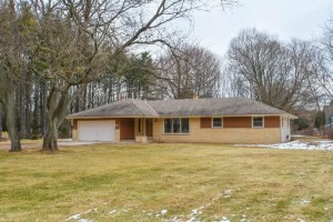Property for sale at 940 Mill Rd, Delafield,  WI 53018