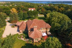 Property for sale at W304N2941 Hawksnest Ct, Pewaukee,  WI 53072