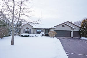 Property for sale at W362S2575 Lisa Ln, Dousman,  WI 53118