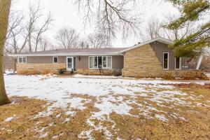 Property for sale at N59W39568 Laketon Ave, Oconomowoc,  WI 53066