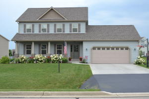 Property for sale at 562 S Buth Rd, Dousman,  WI 53118