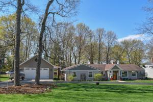 Property for sale at N60W38457 Blackhawk Dr, Oconomowoc,  WI 53066
