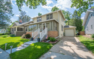 Property for sale at 406 S Worthington St, Oconomowoc,  WI 53066