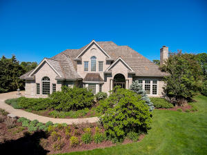 Property for sale at W353S2960 Tallgrass Ct, Oconomowoc,  WI 53066
