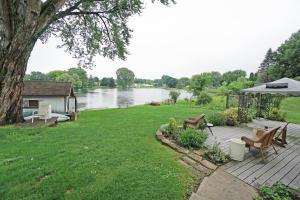 Property for sale at 188 Ridgeway Dr, Dousman,  WI 53118
