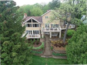 Property for sale at N82W28747 Audrey Dr, Hartland,  WI 53029