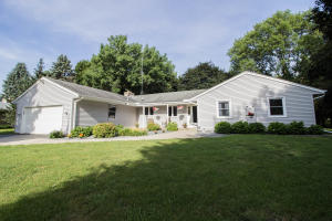 Property for sale at W359N5315 Crestview Dr, Oconomowoc,  WI 53066