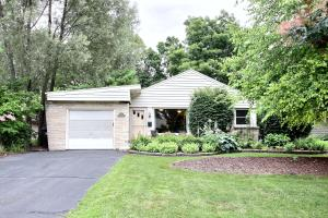 Property for sale at 212 Circle Dr, Hartland,  WI 53029