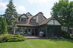 Property for sale at 3227 Sylvester Dr, Hartland,  WI 53029
