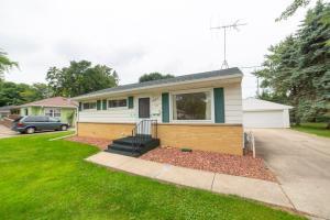 Property for sale at 626 Belshire Dr, Hartland,  WI 53029