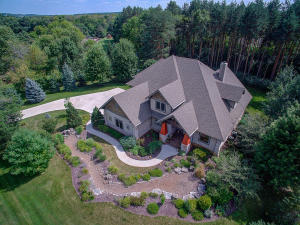 Property for sale at 2400 Faire Lakes Pkwy, Hartland,  WI 53029