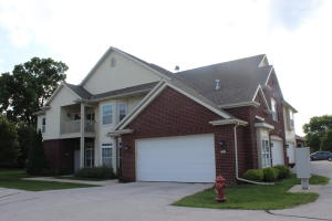 Property for sale at 586 Grandview Ct Unit: B, Pewaukee,  WI 53072