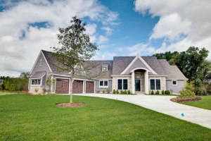 Property for sale at W248N2175 Kettle Cove Ct, Pewaukee,  WI 53072