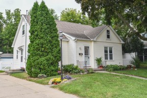 Property for sale at 318 E Jefferson St, Oconomowoc,  WI 53066