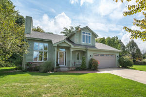 Property for sale at 1040 Eton Ct, Hartland,  WI 53029