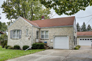 Property for sale at 359 Evergreen Ln, Pewaukee,  WI 53072
