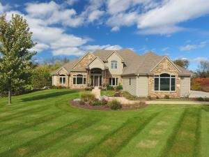Property for sale at N39W23610 Grey Fox Ct, Pewaukee,  WI 53072